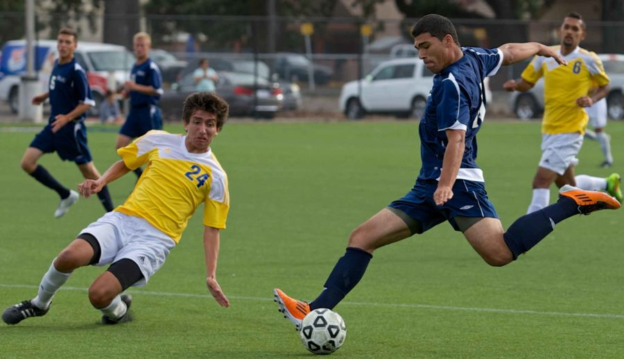 Men's soccer bounces back to win two straight - The Oak Leaf