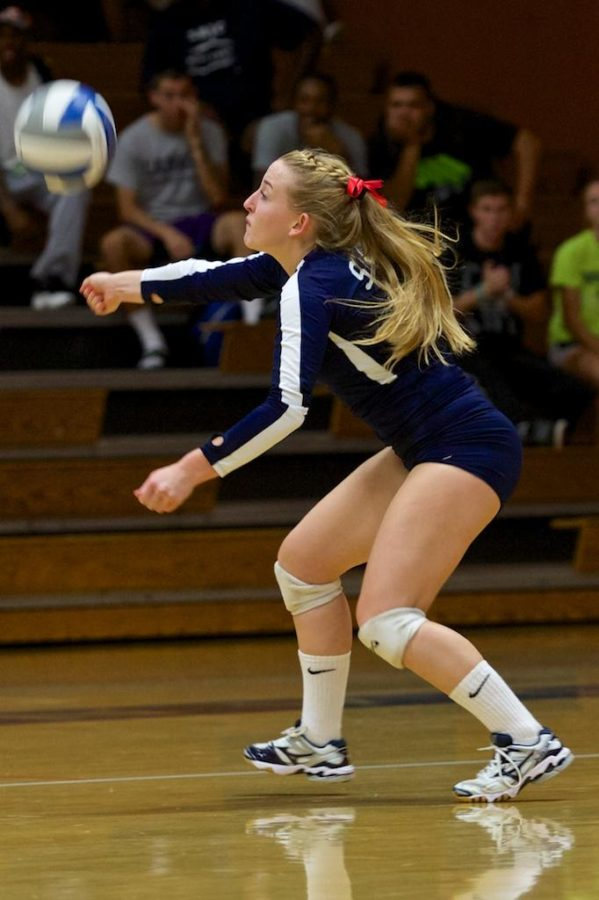 Bryce+Gevas+makes+a+one+handed+dig+saving+a+point+from+being+scored+by+Sierra+College+Oct.+8+in+Haehl+Pavilion+Santa+Rosa.