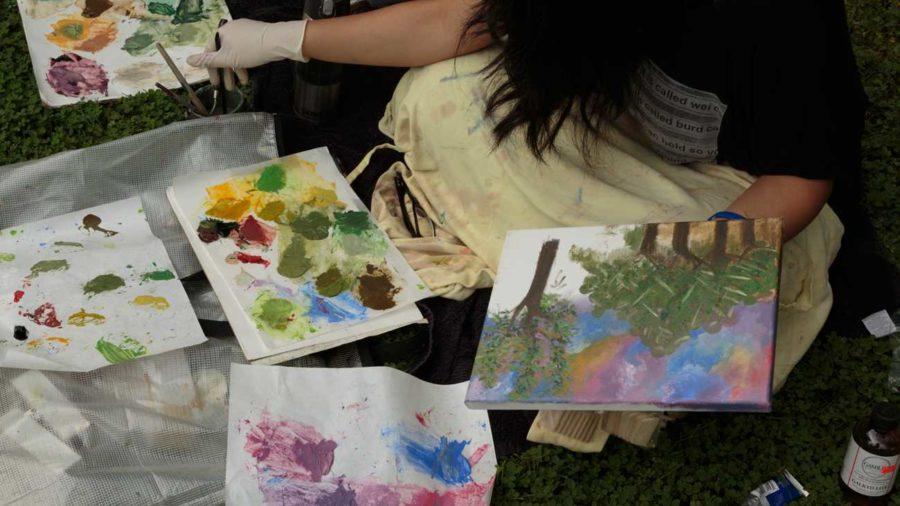 Deborah Kirklins Art 14 beginning painting student Y Pham, 19 working en plein air this fall on the SRJC campus. (Jeanine Flaton-Buckley/Oak Leaf)