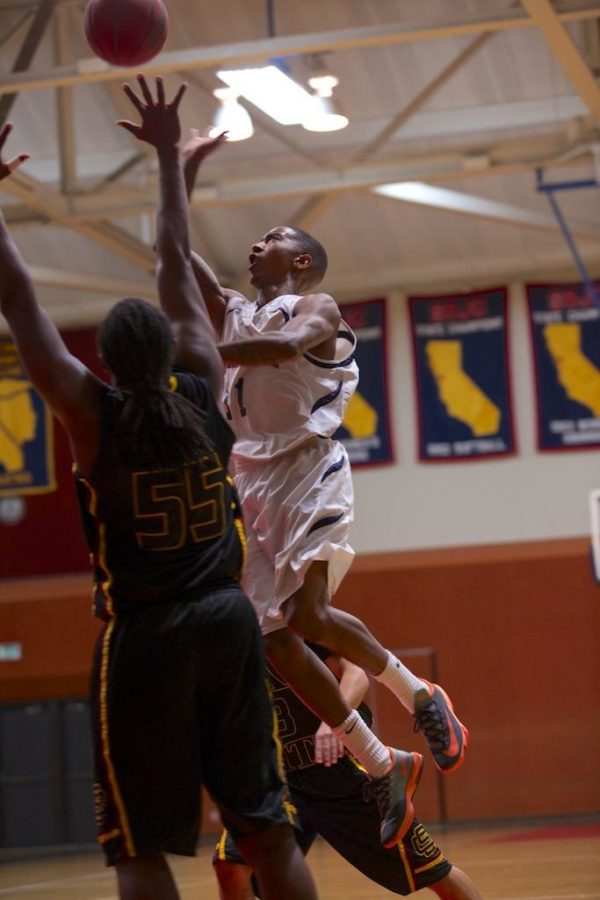 Davone Oliver delivers the ball to the net against Sac City College Jan. 16 in Haehl Pavilion Santa Rosa.