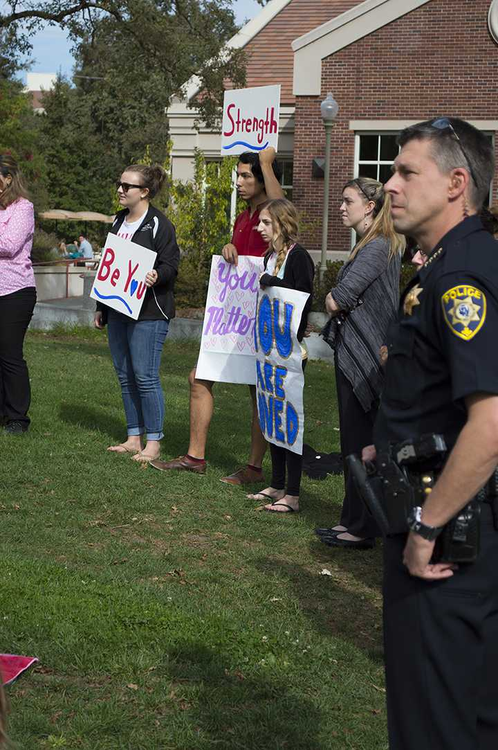 Interim Police Chief Brownlee and students support victims of shooting on quad.
