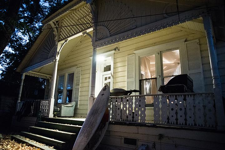 The+porch+light+shines+bright+at+night+on+the+front+steps+of+an+old+Victorian+house+located++on+4th+street+%2C+Santa+Rosa%2C+where+two+SRJC+students+experienced+ghostly+encounters.++