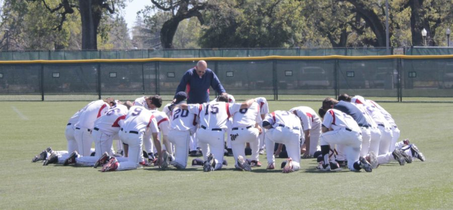 Assistant+coach+Tom+Francois+gathers+the+Bear+Cubs+together+for+a+team+prayer+before+the+beginning+of+their+game.+