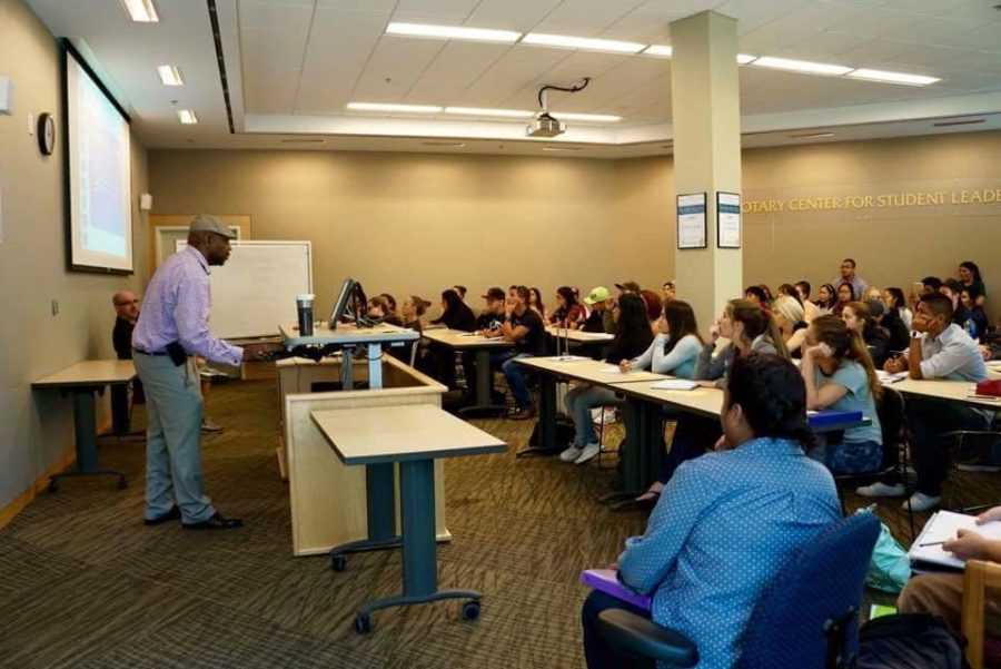 Dr. Dean Tahir lectures on conscious bias in a workshop in the Bertolini Center for Student Leadership.