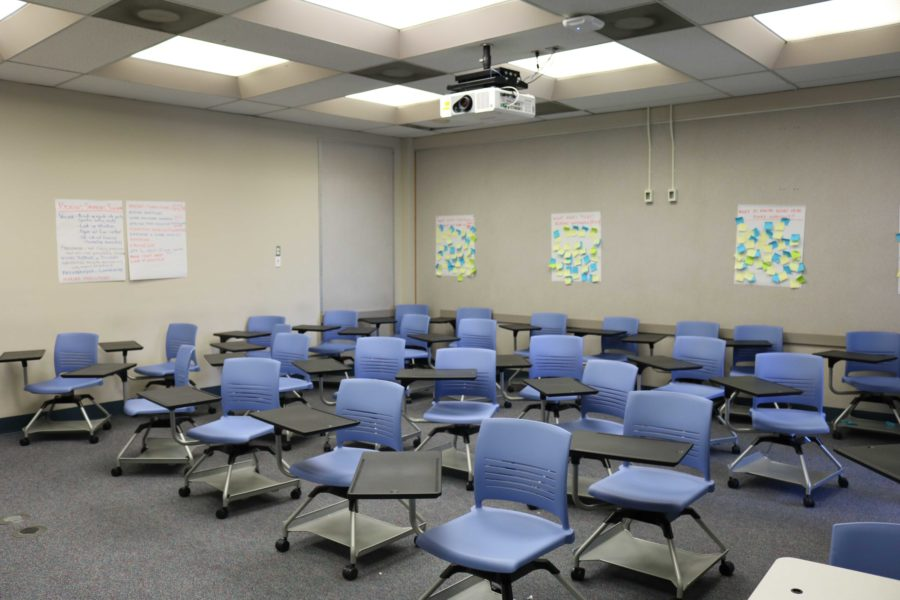New+classroom+seating+arrangements+emphasizes+flexibility.+Desks+and+chairs+on+wheels+can+be+configured+for+group+or+individual+use.+