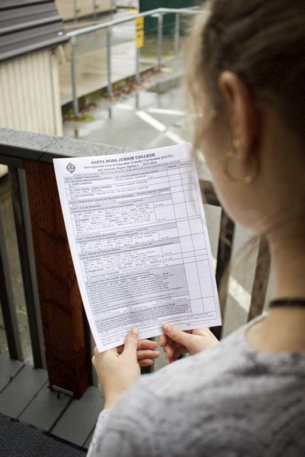A student views her IGETC form to make sure shes on track to transfer