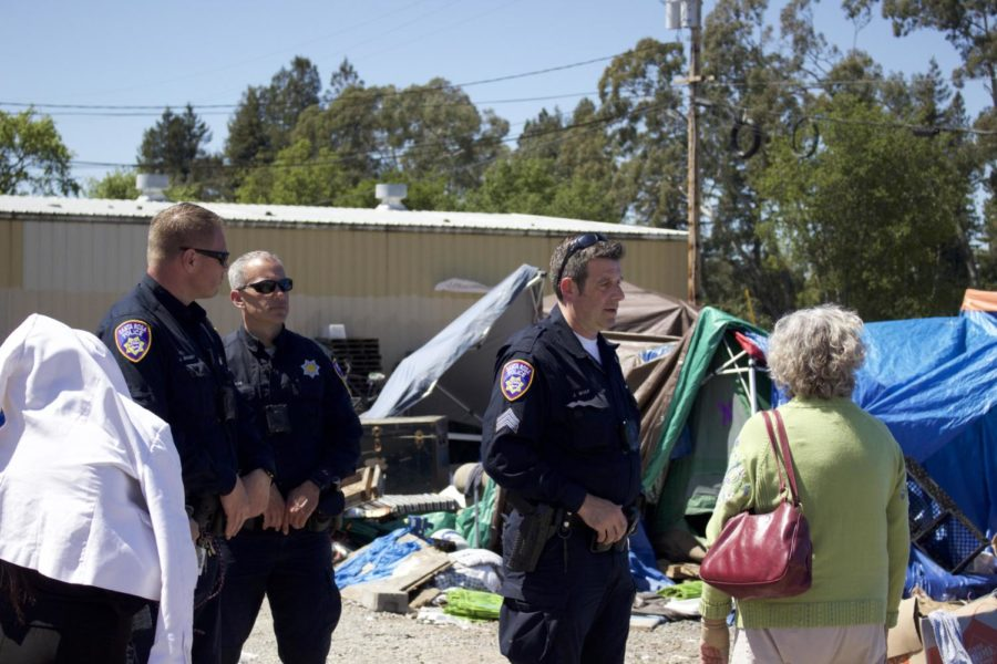 Santa+Rosa+police+oversee+the+final+stages+of+shutting+down+the+%27Camp+Macaela%22+homeless+encampment+behind+the+Dollar+Tree+in+Roseland.+Sonoma+County+officials+need+the+area+cleared+to+begin+development+of+an+affordable+housing+project.
