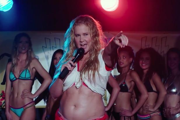 Amy+Schumer+performs+on+stage+during+a+scene+in+her+new+movie%2C+%22I+Feel+Pretty.%22