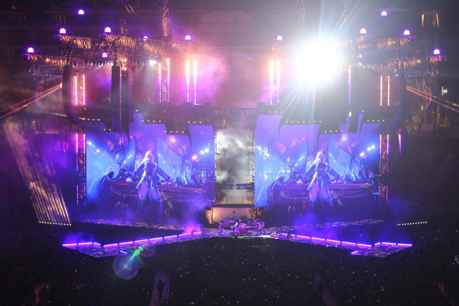 Taylor Swift performs her 2014 single Bad Blood to an audience of 6,000 on May 11 at Levis Stadium.