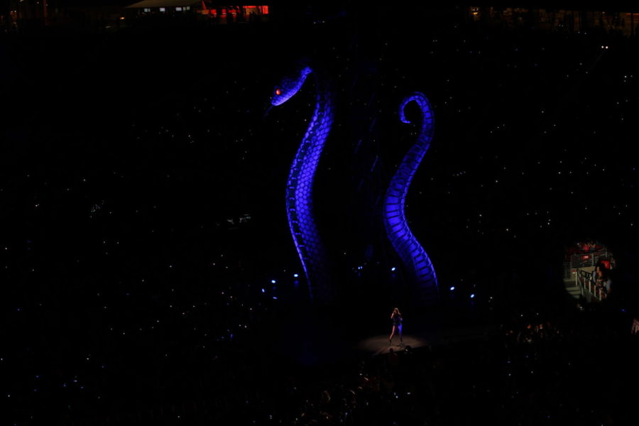 Using a lift to transport her between stages, Swift customized two separate lifts, decorated in lights and glitter, and completed two outfit changes while on the outside stages.
