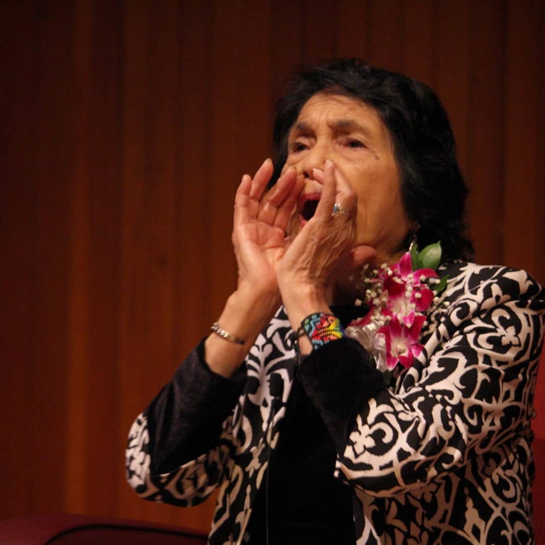 Dolores+Huerta+calls+the+audience+to+chant+her+famous+expression%3A+%22Si%2C+se+puede%21%22--%22Yes%2C+we+can%21%22+
