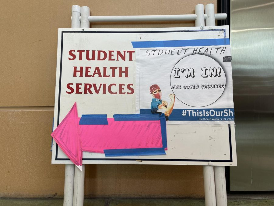 A+Santa+Rosa+Junior+College+Student+Health+Services+sign+pointing+to+where+students+can+receive+COVID+vaccines.